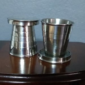 2 collapsible cups